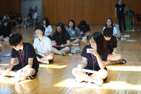 반팔, 티셔츠를 비롯해 후드까지 교복으로 선정한 서울 목동의 한가람고등학교. /사진 제공=한가람고등학교