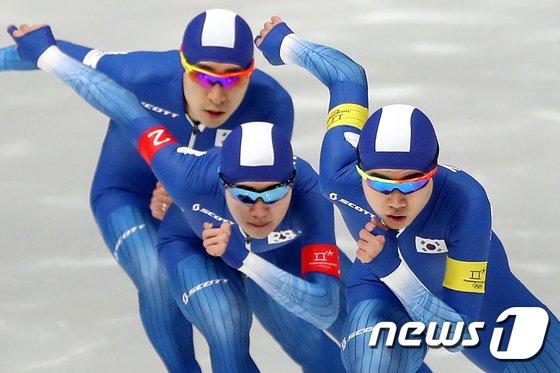 [사진]男 팀추월 '있는 힘껏!'