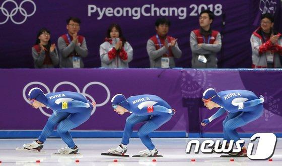 [사진]대한민국 남자 팀추월 '힘들어도 달린다'