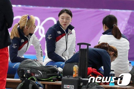 [사진]모여 앉은 女 팀추월 대표팀