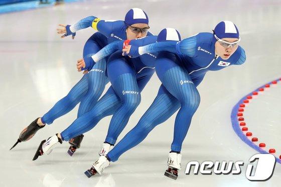 [사진]팀워크 선보이는 여자 팀추월 대표팀