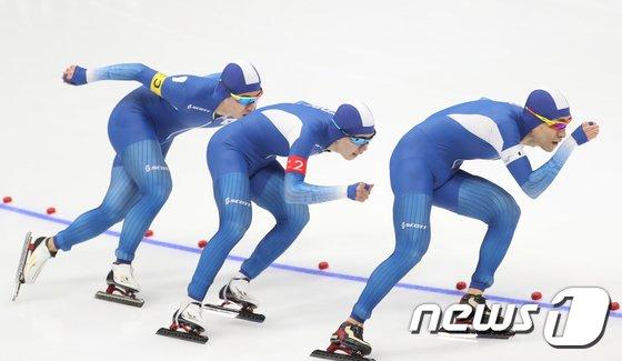 [사진]한국 男 팀추월 '아쉬운 은메달'