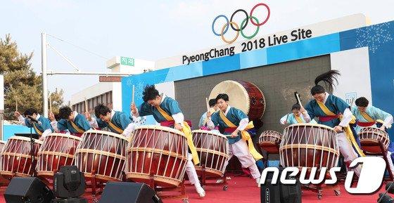 [사진]강릉 월화거리서 열린 전통 연합공연