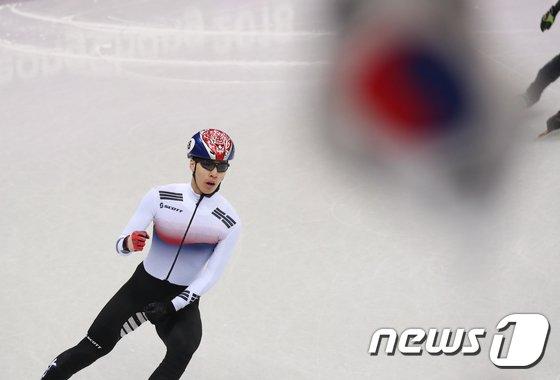 [사진]황대헌 '준결승 진출했어요'