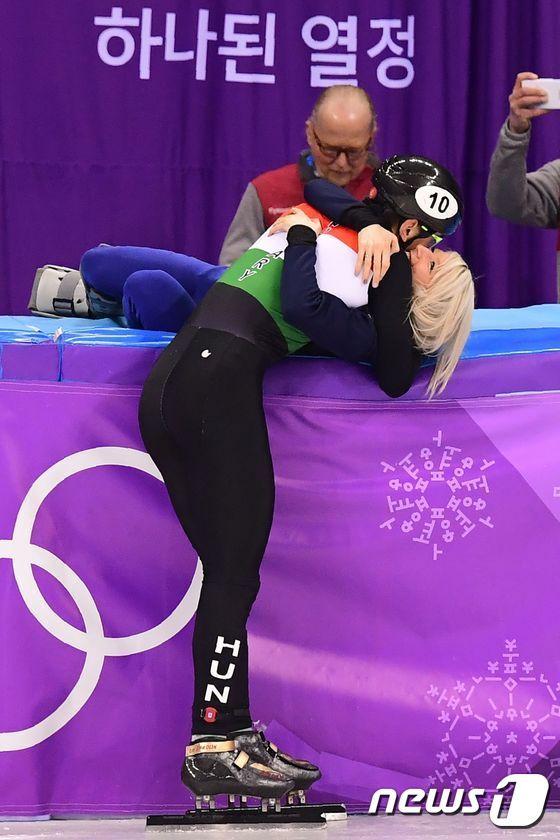 [사진]류 사오린 '널 위한 금메달이야'