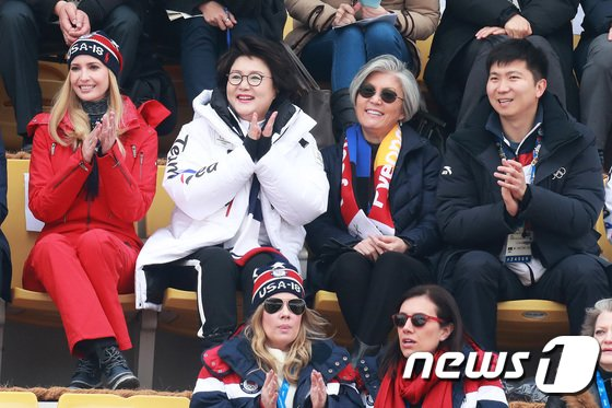 [사진]평창올림픽 직관하는 김정숙 여사-이방카 보좌관