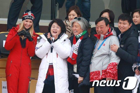 [사진]김정숙 여사-이방카 보좌관 '평창올림픽 너무 즐거워요'