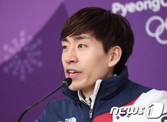 [사진]금메달 차지한 이승훈 '취재진 질문에 답변'