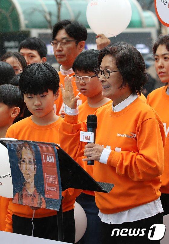 [사진]선언문 낭독하는 김혜자 월드비전 친선대사