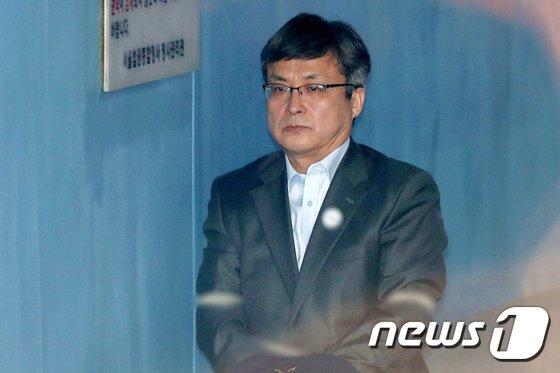 [사진]법정 향하는 김진홍
