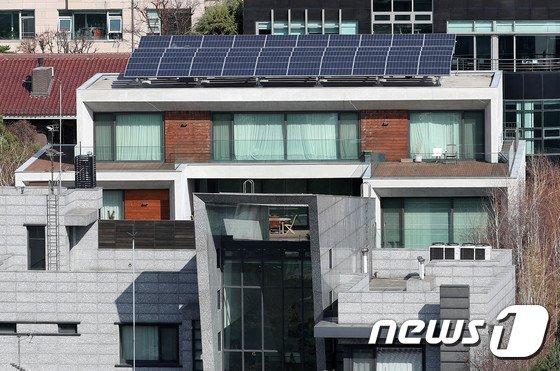[사진]구속영장 심사 앞두고 적막감 흐르는 MB 자택