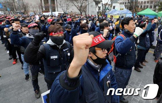 [사진]금속노조 '금호타이어 해외매각 철회·한국지엠 총고용 보장 촉구'