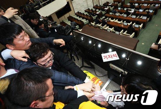 [사진]4인 선거구 '끝내 무산'