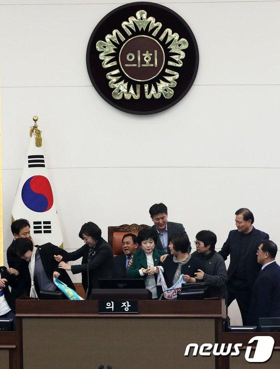 [사진]4인 선거구 '진통'