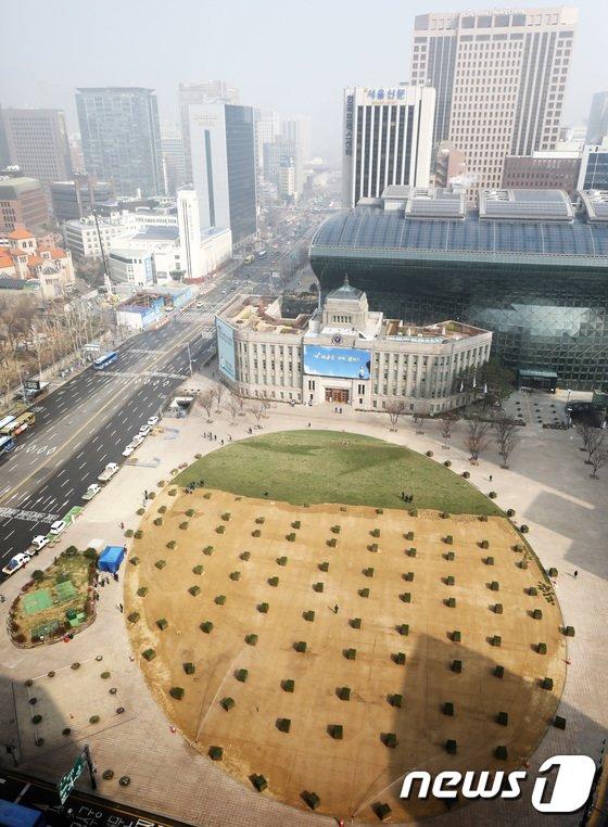 [사진]'봄옷' 갈아입는 서울광장