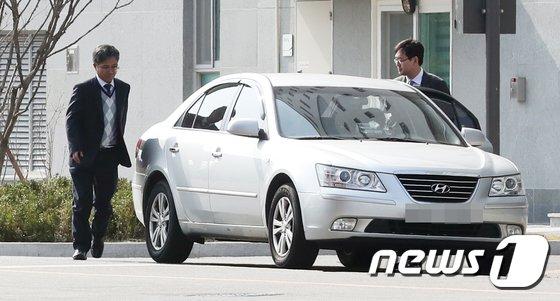 [사진]이명박 전 대통령 '옥중조사' 불응...발돌리는 검찰