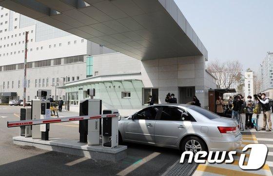 [사진]'옥중조사' 위해 들어가는 검찰 차량