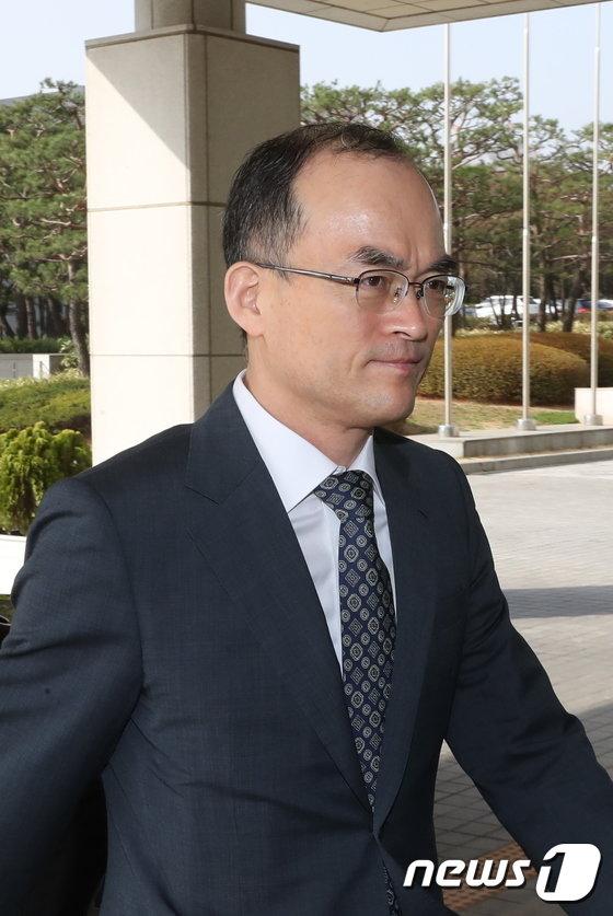[사진]검찰청사 들어서는 문무일 총장