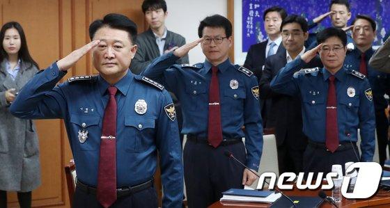 [사진]이철성 경찰청장 '전국경찰회의 거수경례'