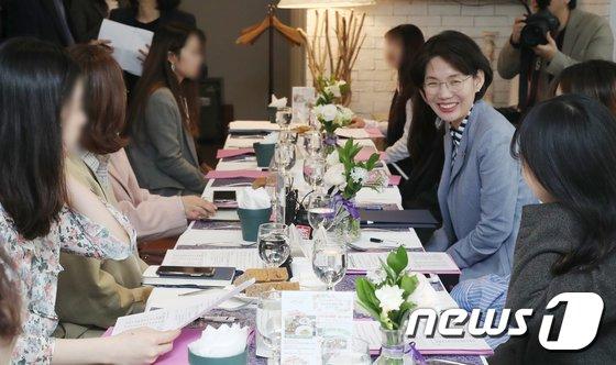 [사진]여대생들 만난 박춘란 교육부 차관