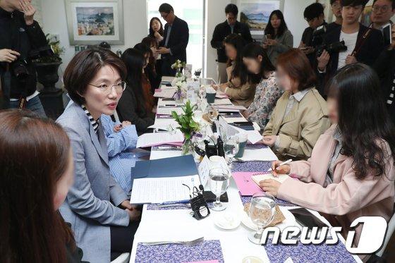 [사진]박춘란 교육부 차관, '미투' 응원