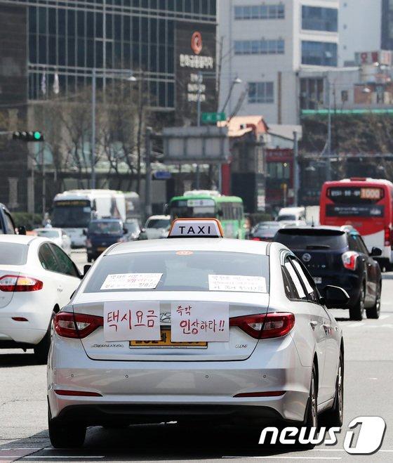 [사진]택시기사들의 도심 주행시위
