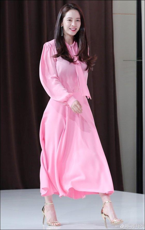 [★화보]'핑크여신 강림' 송지효, 러블리 뿜뿜!