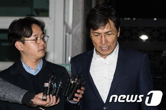 """[사진]두 번째 구속영장 기각된 안희정 """"다 제 잘못"""""""