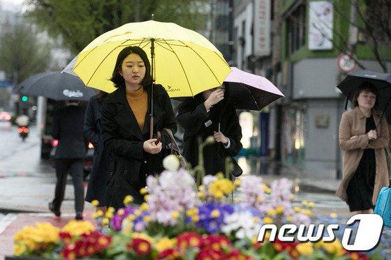 [사진]전국에 봄비 '우산 준비하세요'