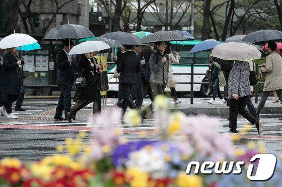 [사진]봄비내리는 출근길