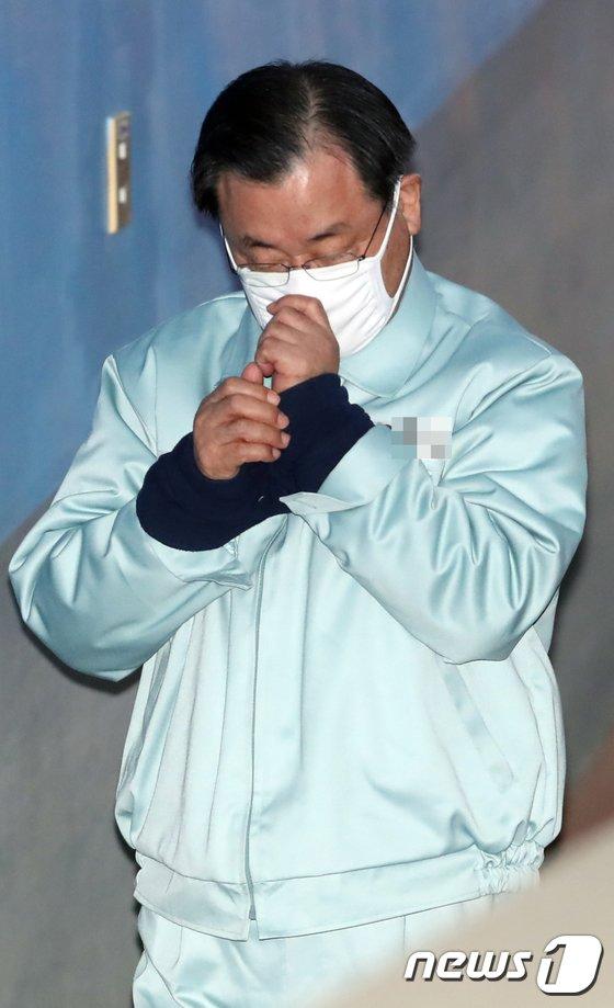 [사진]법정 향하는 이병기 전 국정원장