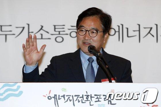 [사진]축사하는 우원식 원내대표