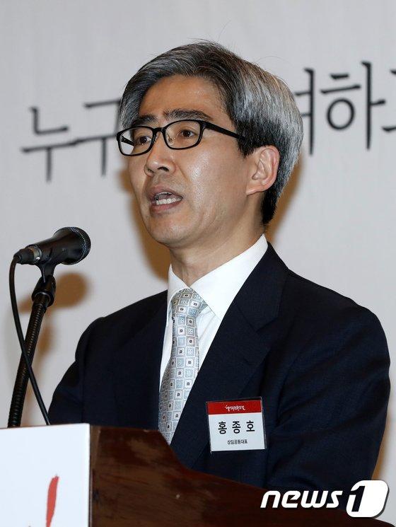 [사진]인사말하는 홍종호 상임공동대표