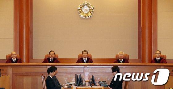 이진성 헌법재판소장을 비롯한 헌법재판관들. 2018.2.22/뉴스1 © News1 민경석 기자
