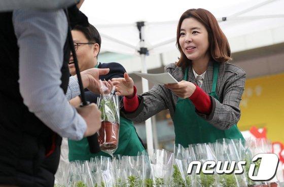 [사진]배우 김규리, '섬기린초' 나눔 재능기부 동참