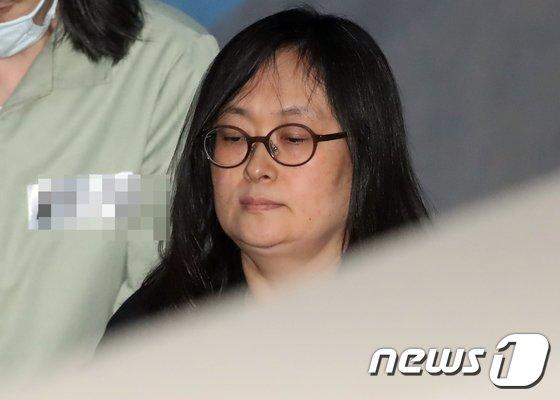[사진]법정 향하는 故 유병언 전 회장 장녀 유섬나