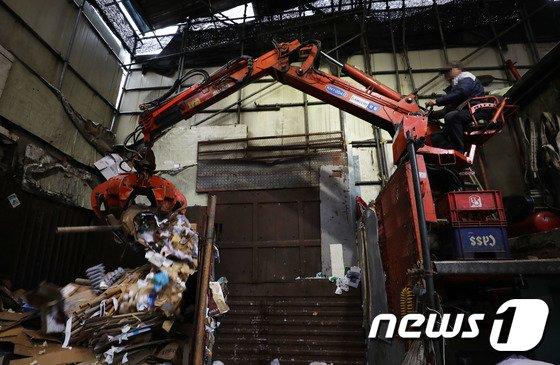 [사진]폐비닐에 이어 폐지도 대란 조짐... '30% 이상 급락'