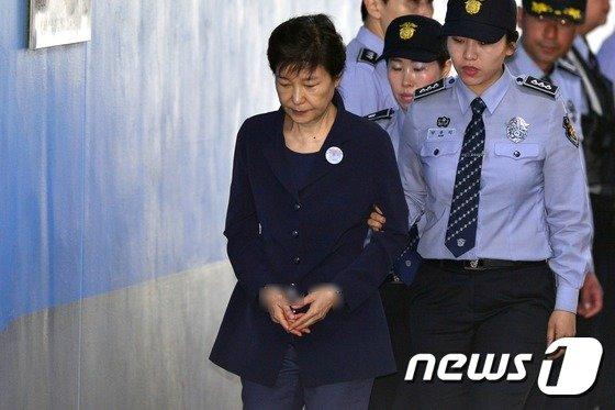뇌물혐의 등으로 구속기소 된 박근혜 전 대통령. 2017.5.25/뉴스1 © News1 오대일 기자