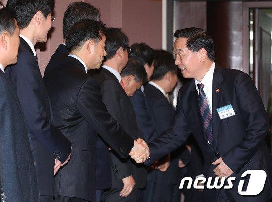[사진]신문의 날 기념식 참석한 김상곤