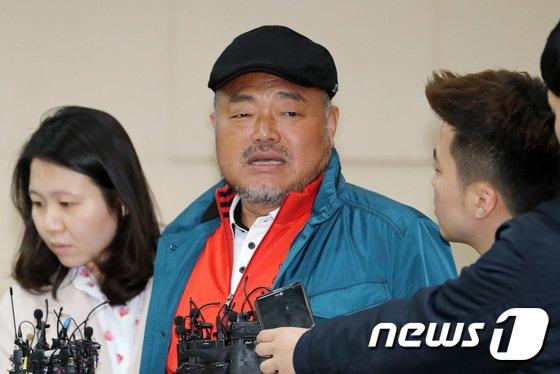 [사진]'경찰 출석' 김흥국, '가족에게 미안'