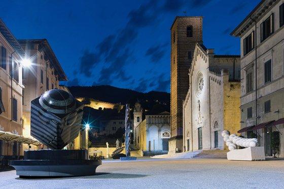 이탈리아 피에트라산타 산타고스티노 교회 일대에 박은선 작가 작품이 전시된 모습/사진제공=박은선 작가