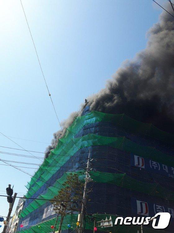 [사진]익산 영화관 신축 공사현장서 불