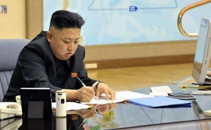 김정은 국무위원장 책상에 놓인 애플의 '맥' 컴퓨터/사진=조선중앙TV