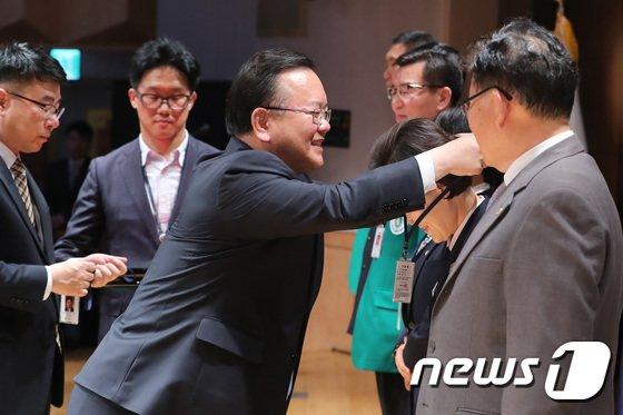 [사진]김부겸 장관 '앞으로 잘 부탁드려요'