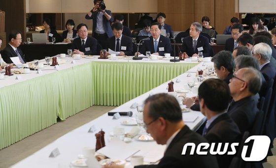 [사진]제11회 서울총장포럼 참석한 김상곤 부총리