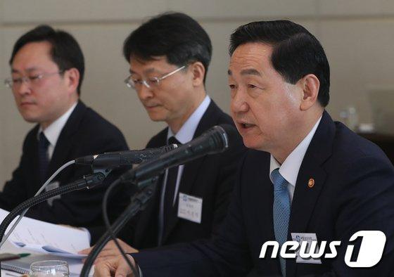 [사진]김상곤 부총리의 서울총장포럼 인사말