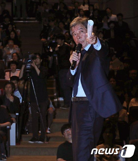 [사진]발제하는 김진경 위원장