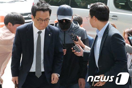 [사진]유명 유투버 성추행 관련 동호인 모집책 B씨 경찰 소환