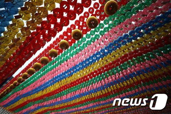 [사진]부처님 오신날 '형형색색의 연등'