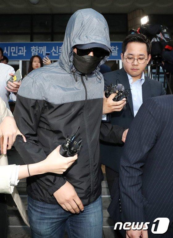 [사진]유명 유투버 성추행 혐의 모집책 '조사 마치고 귀가'